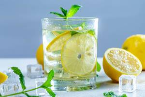 Drink with fresh lemons, mint and ice in glass (Flip 2019)