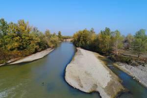 Drohnenaufnahme über Fluss Arges in Rumänien