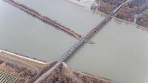 Drohnenfoto der Rheinbrücke Wintersdorf