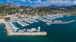 Drohnenfoto des Yachthafens von Puerto de Andraitx, Mallorca