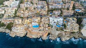 Drohnenfoto von Call Fornells in Peguera, Mallorca