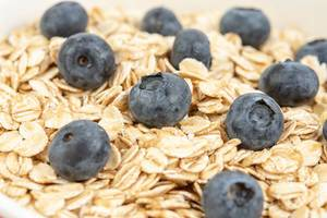 Dry and fresh Oatmeal with Blueberries