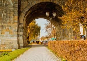 Durchgang unter der Alten Brücke in Marburg