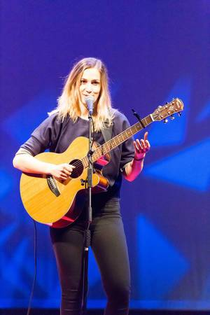 Dutch singer Marit Trienekens playing guitar at TEDxVenlo 2017