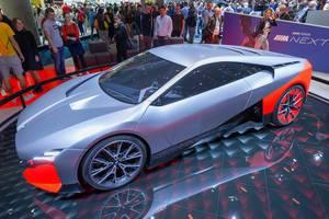 E-Auto in futuristischem Design: BMW Vision M Next mit Laser Wire Technologie-Scheinwerfer und Aerodynamische Felgen