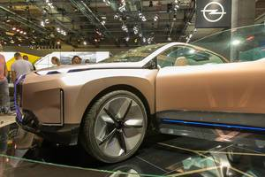 E-BMW: all-electric car Vision iNext, SAV, fully connected and offers highly autonomous driving