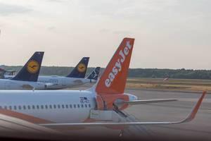 EasyJet und Lufthansa Jets am Berlin Flughafen