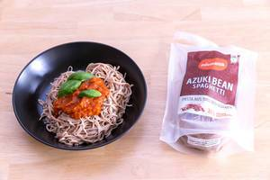 Edamama Bio-Spaghetti made from Azuki Beans with Tomatensauce and basil leaves on black plate and packaging