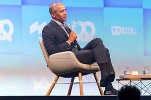 Ehemaliger Präsident der USA bei deutscher Internetkonferenz: Barack Obama auf der Bühne im Gespräch im Riemer Messezentrum in München