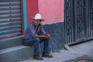 Ein Cowboy auf der Straße