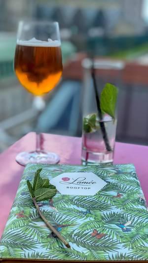 Ein Drink im Lamee Rooftop Bar in Wien