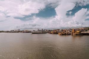Ein Fähre im Hafen von Iloilo City