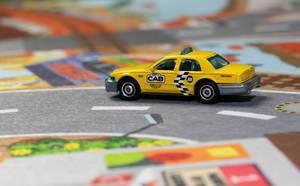 Ein gelbes Taxi auf der Straße - Modelauto