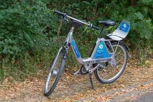 Ein Leihrad von FordPass Bike am Wegrand