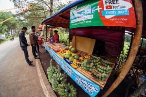 Ein lokaler Stand mit Früchten in Salvador Benedicto