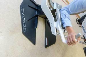 Ein Mann bedient den Icaros VR