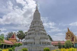 Ein Monument vor der königlichen Palast-Anlage in Phnom Penh