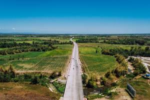 Ein neugebauter Highway - Schnellstraße in Bacolod