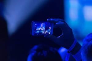 Ein Schnappschuss von Nico Rosberg mit Smartphone