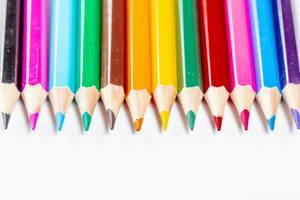 Ein Set von bunten Stiften  / Buntstifte in einer Reihe
