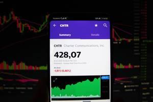 Ein Smartphone zeigt den Charter Communications, Inc. Marktwert