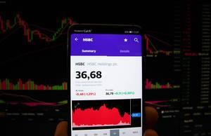 Ein Smartphone zeigt den HSBC Holdings Marktwert