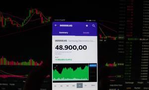 Ein Smartphone zeigt den Samsung Electronics Marktwert