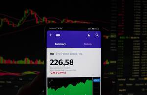 Ein Smartphone zeigt den The Home Depot Marktwert