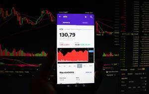 Ein Smartphone zeigt den United Technologies Corporation Marktwert