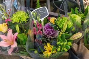 Ein Strauß Blumen zum Verkauf für 2,50 in Venlo