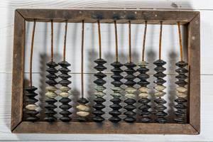 Ein uralter Rechenschieber aus Holz