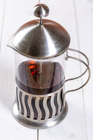 Eine Kanne frisch aufegbrühter Tee