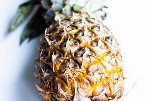 Eine reife Ananas in der Nahaufnahme