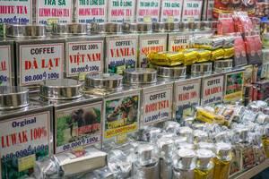 Eine riesen Auswahl an Kaffee und Tee auf dem Markt in Saigon