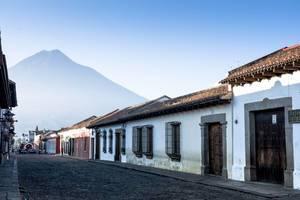 Eine Straße in Antigua, Guatemala