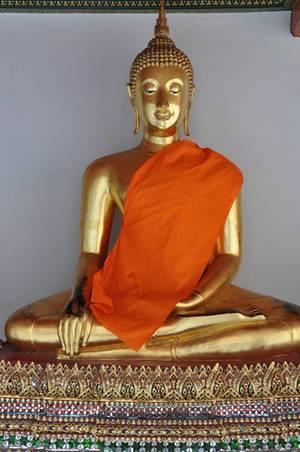 Eine von vielen Buddha-Statuen im Tempel Wat Po in Bangkok