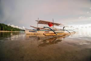 Eines der Boote das für die Wege zwischen den Inseln genutzt wird in Sipalay
