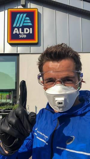 Einkaufen bei Aldi mit FFP3 Atemschutzmaske, Handschuhen und Schutzbrille während Corona