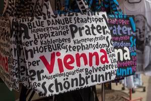 Einkaufstaschen mit Namen der Wiener Sehenswürdigkeiten