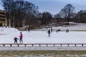 Eislaufen im Vasaparken in Stockholm