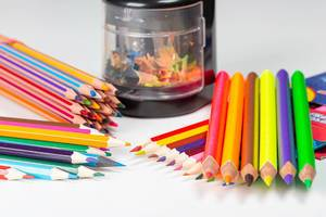 Electric automatic pencil sharpener with colorful pencils (Flip 2020)
