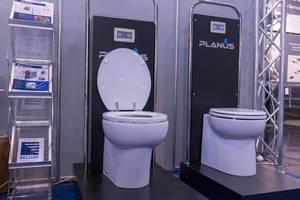Elegante, elektrische Toilette für Boote und Yachten von Planus für Montage an Wand