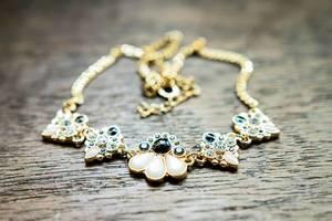 Elegante Halskette aus Gold