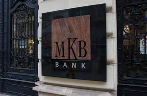 Elegantes Schild der MBK Bank in Budapest, Ungarn