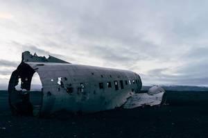 Empty fuselage of crashed plane / Leere Rumpf der abgestürzten Ebene