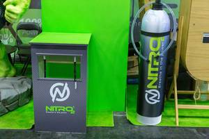 Energetisierendes Sauerstoffspray von Nitro 2 - Breathe in the power auf der internationalen Leitmesse Fibo in Köln