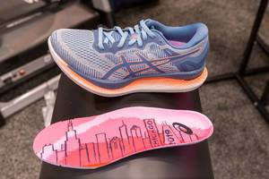 Energy-saving Gliedernde shoe for Chicago marathon 2019 runners, by asics, with guidesole technology