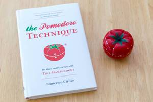 Englisches Buch The Pomodoro Technique und Uhr