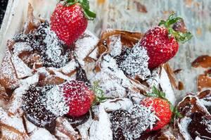Erdbeer-Strudel mit Puderzucker