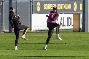 Erling Haaland und Manuel Akanji wie in einer Choreographie beim Training von Borussia Dortmund
